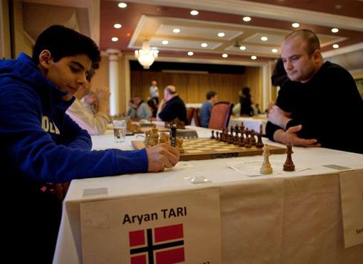 Aryan Tari tok en fin GM-skalp i 2.runde av Det åpne NM. Foto: Bjørn Berg Johansen
